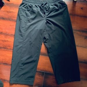 Lululemon Relaxed Fit crop like new
